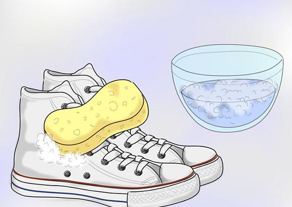Giặt giày Converse với xà phòng