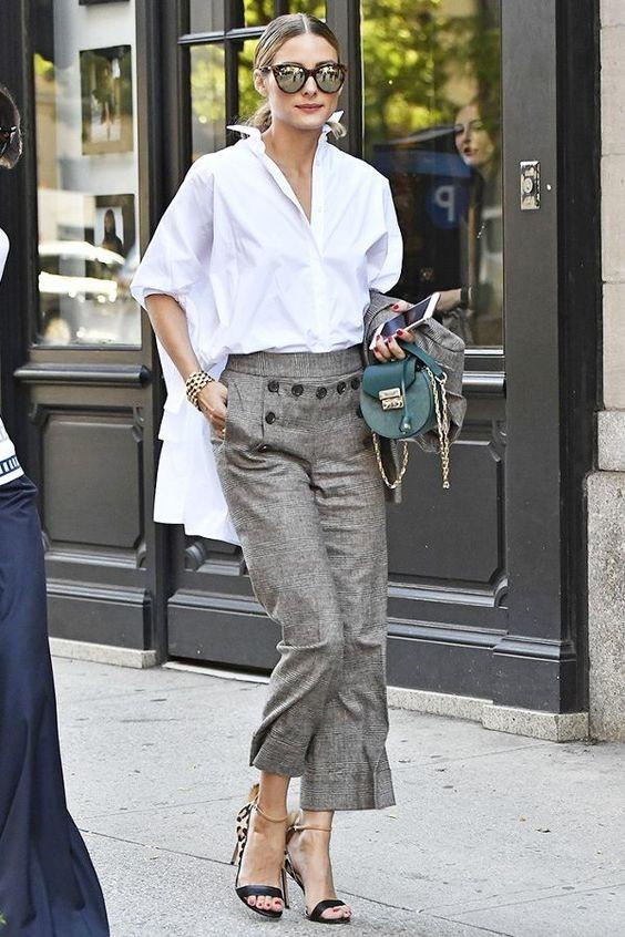 áo sơ mi trắng nữ phom rộng kết hợp cùng quần ống xuông