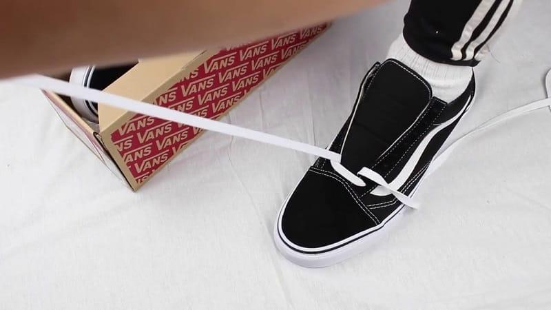 lưu ý khi buộc dây giày 6 lỗ