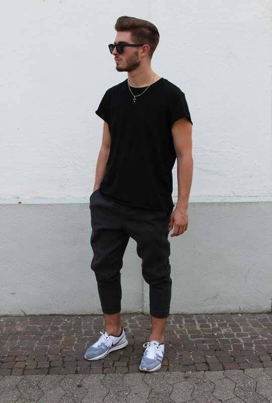Quần Jogger mix với áo thun và giày sneaker