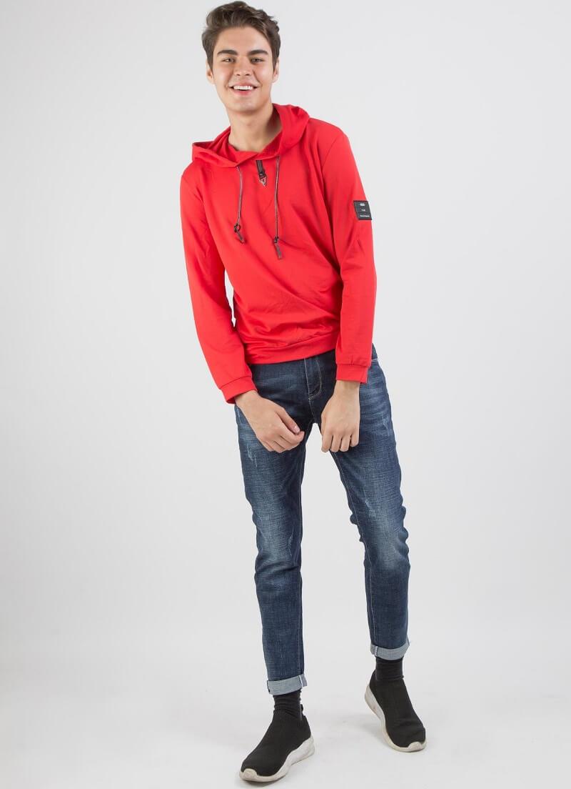 Nổi bật hơn với hoodie màu đỏ