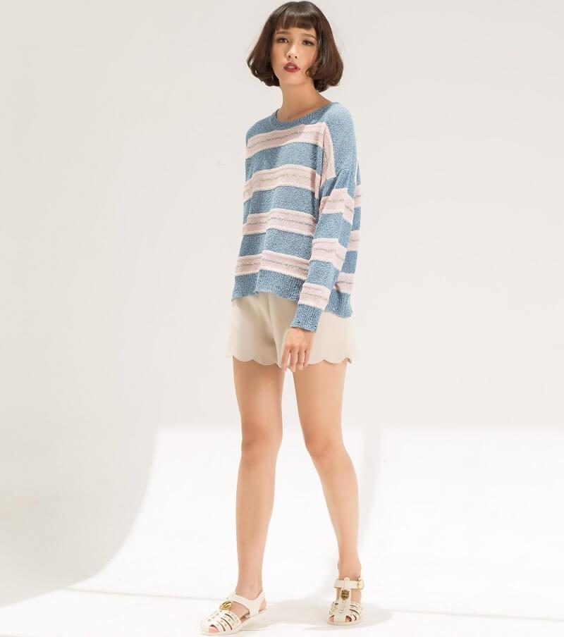 Trẻ trung với quần short, áo len nữ
