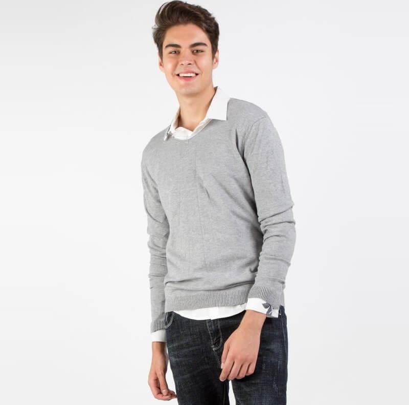 Áo len dài tay mặc với quần Jean tối màu + Oxford nâu – Combo an toàn