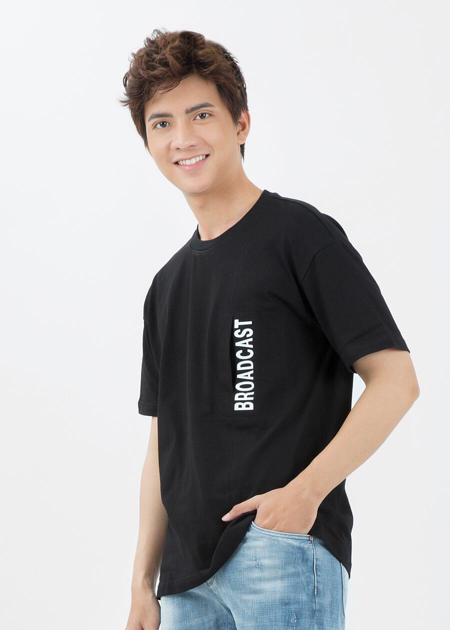 Quần jean kết hợp với áo thun tay ngắn