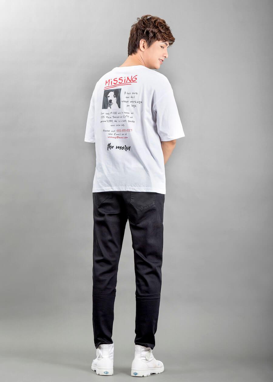 Áo thun kết hợp cùng với quần khaki - set đồ phù hợp khi vận đi picnic, tham gia sự kiện, lễ hội