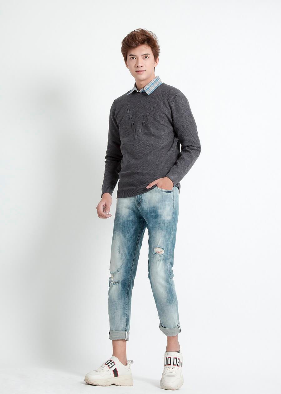 Phối áo len dáng oversize với áo sơ mi