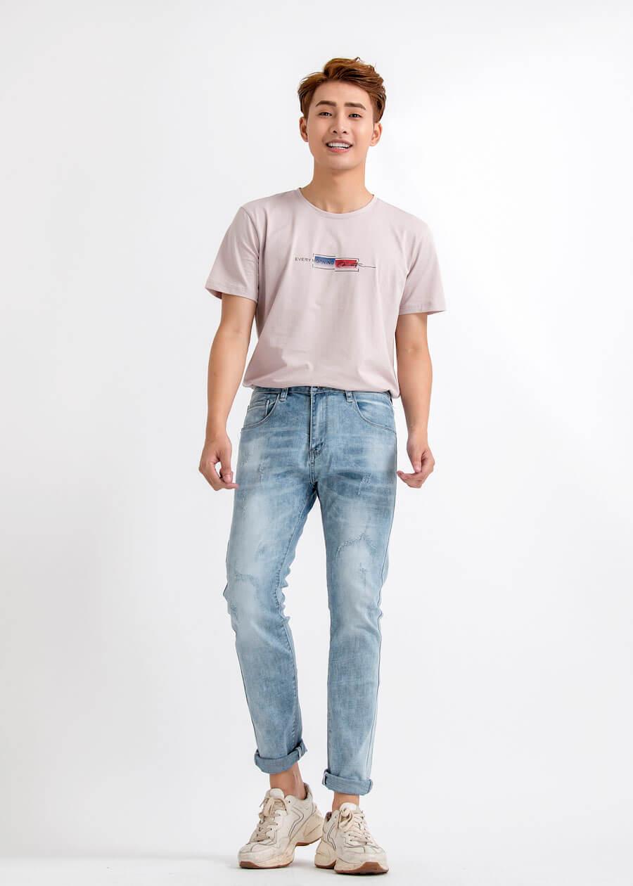 Áo thun cổ trong sơ vin cùng quần jeans - phù hợp vận khi đi chơi, dạo phố, mua sắm