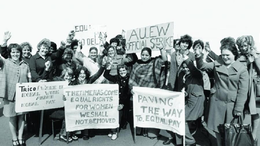 Phụ nữ diễu hành trên các đường phố đòi nữ quyền