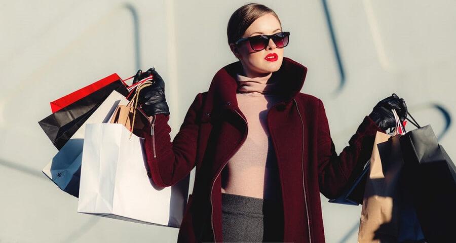 Nhân viên bán quần áo phải biết cách tư vấn gu thời trang hợp với khách hàng