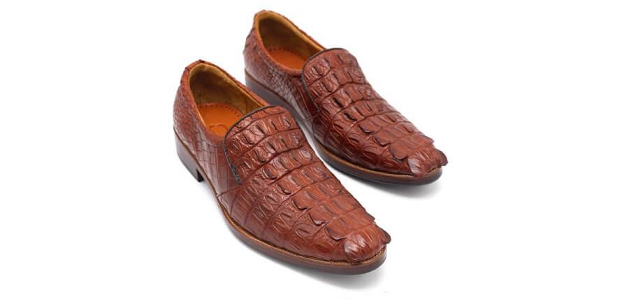 Kiểm tra phần đế của giày