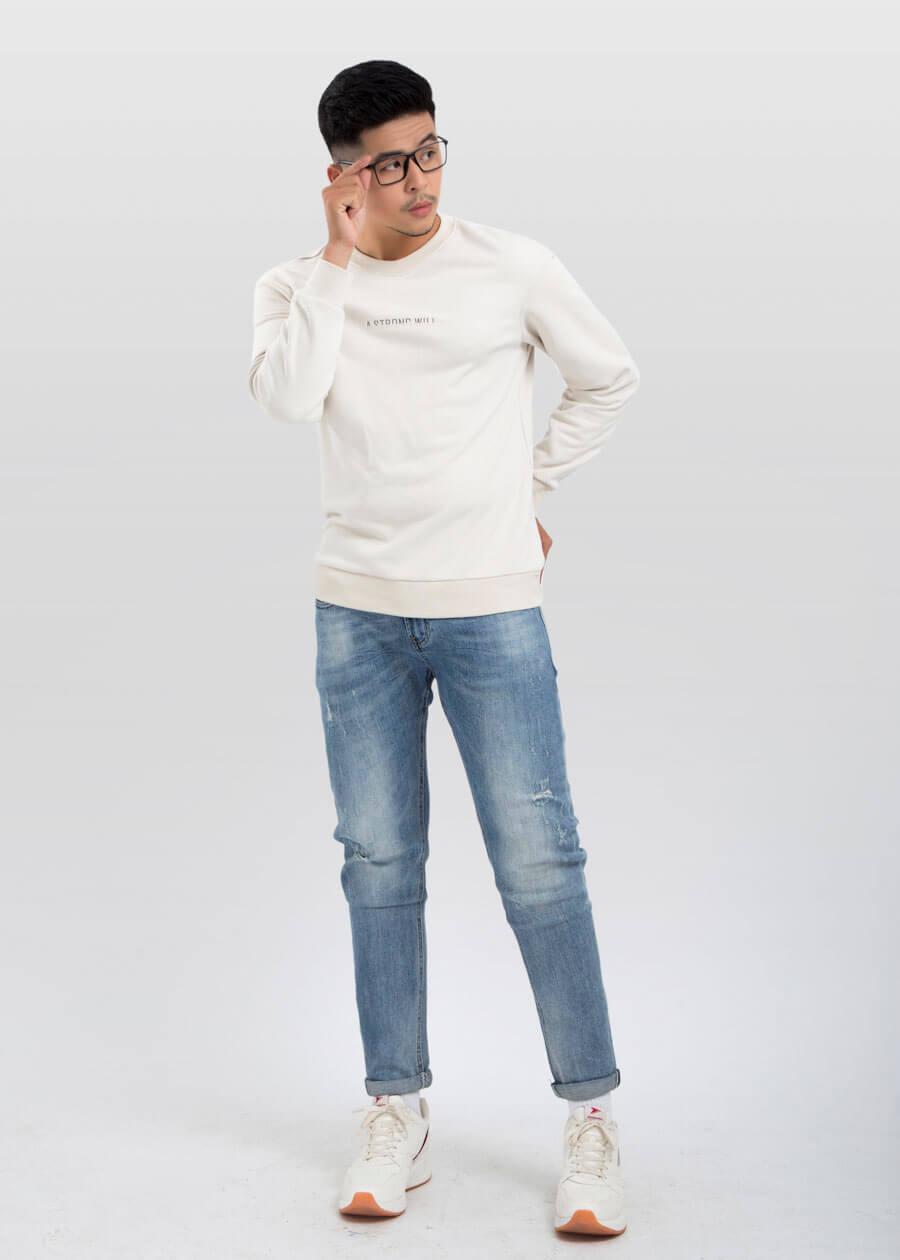 Chiếc sweatshirt trắng lãng tử làm các nàng xao xuyến