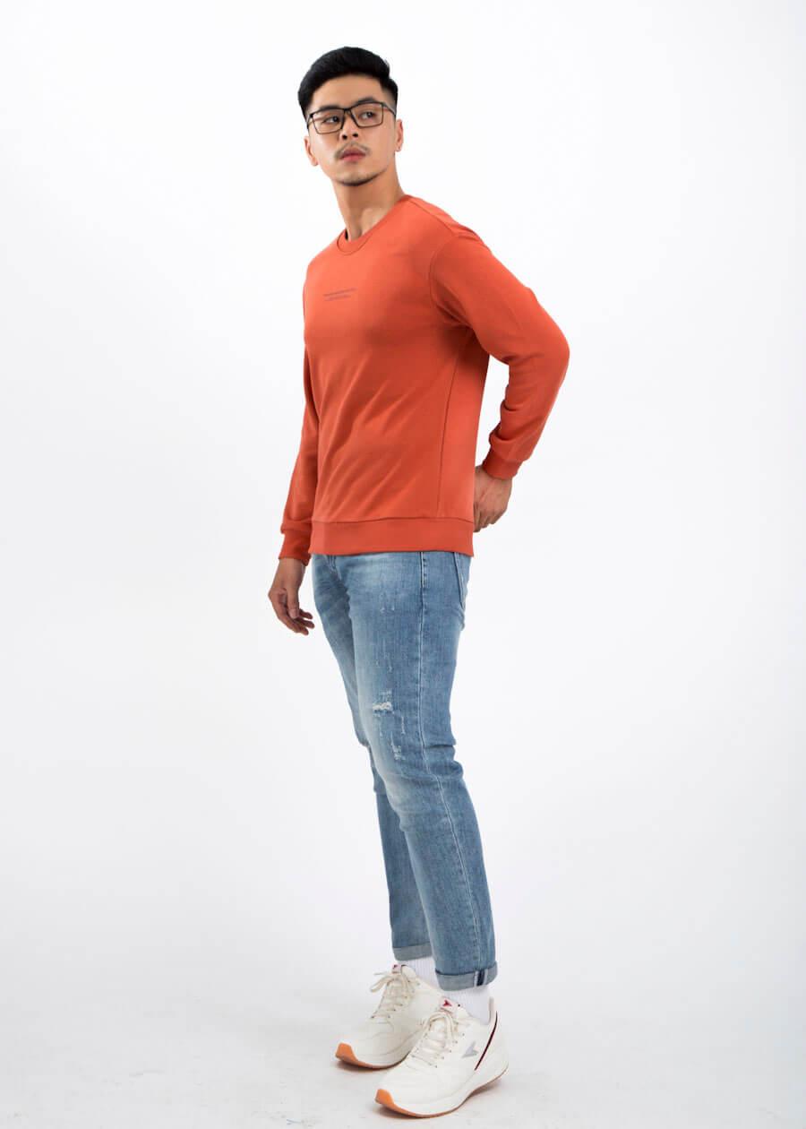 Áo sweatshirt đỏ tươi sáng cho xuân hạnh phúc