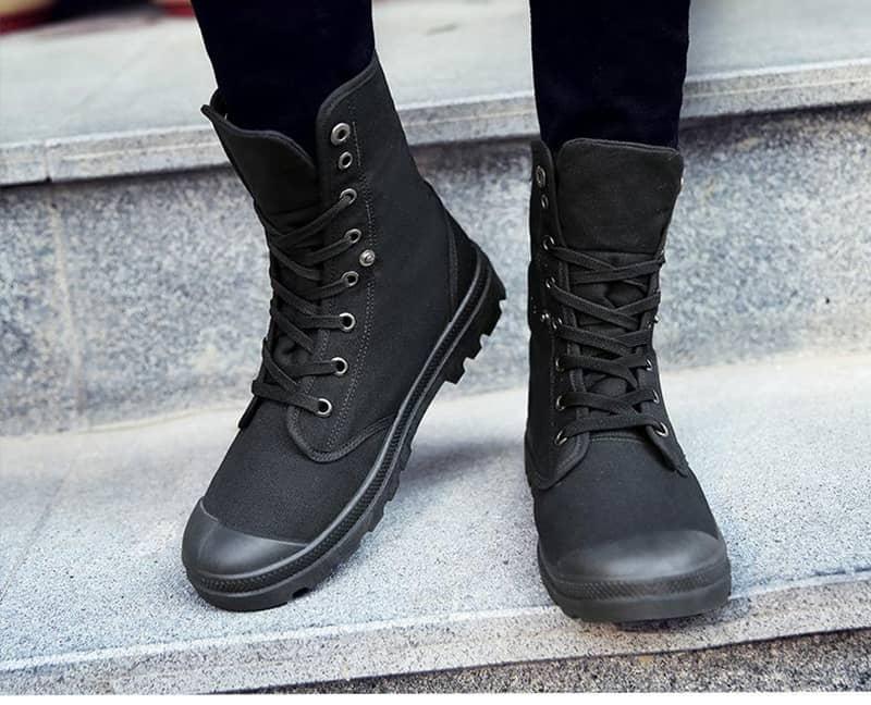 kết hợp jean đen với giày cao cổ