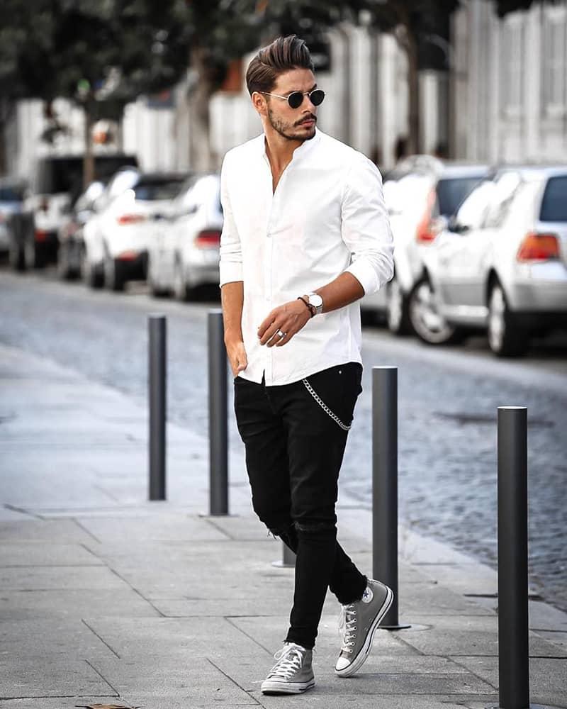 kết hợp quần jean đen với áo sơ mi trắng