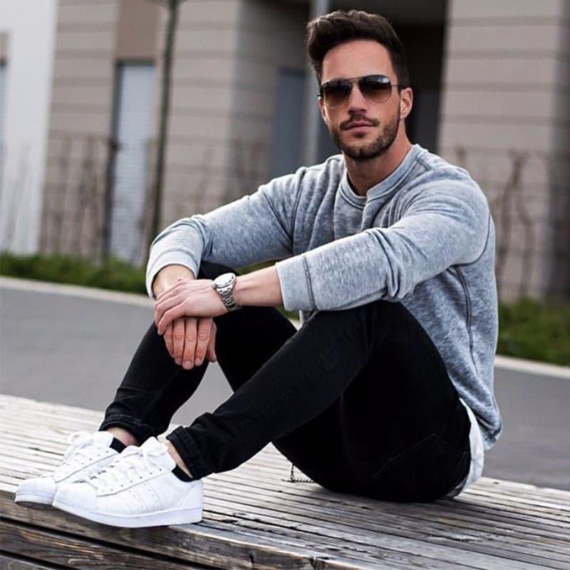 phối quần jean nam đen trơn với áo thun