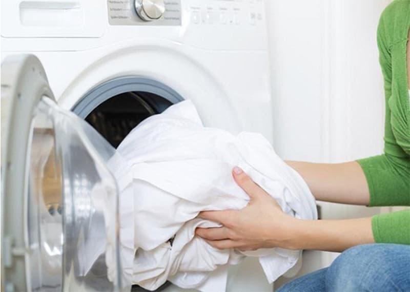có nên giặt bằng máy giặt không