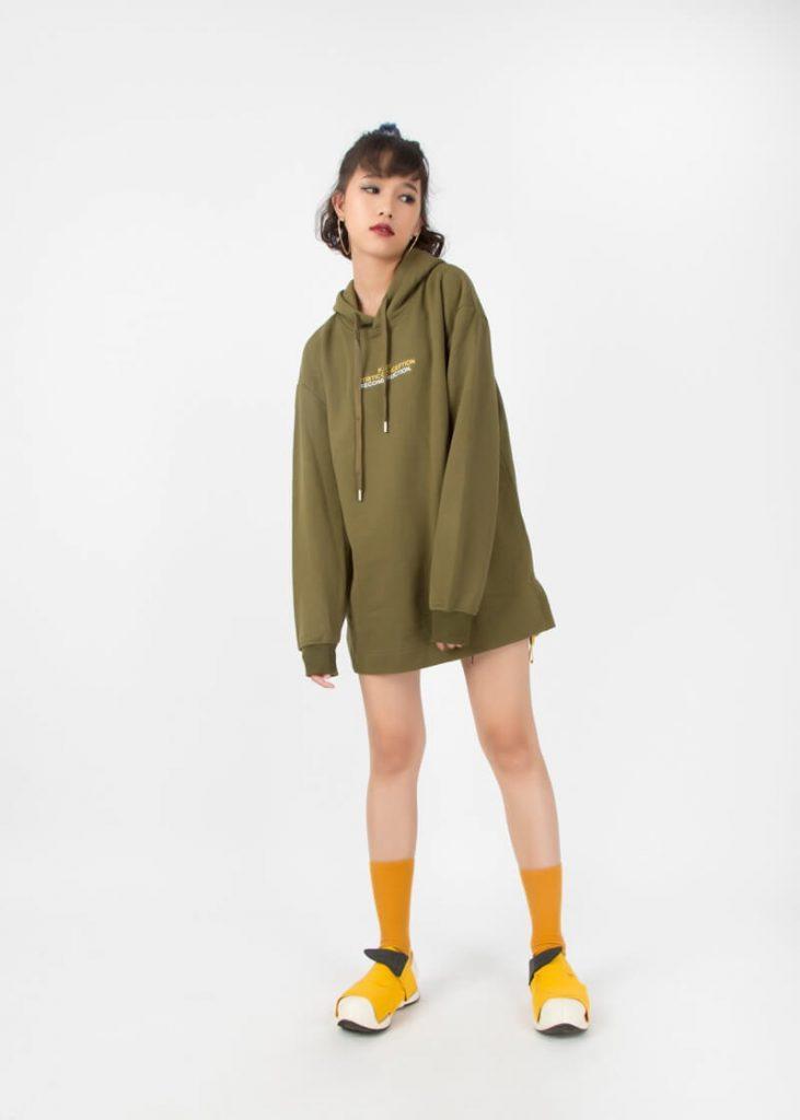 Áo Hoodie dáng suông bạn sẽ trở thành cô nàng sành điệu trên phố