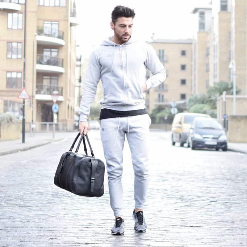 Sự kết hợp hoàn hảo giữa quần jogger với áo hoodie