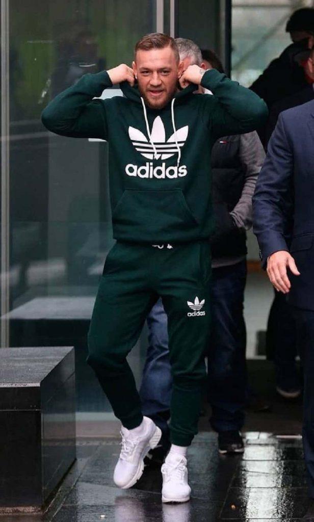Set đồ áo hoodie kết hợp với quân jogger phù hợp cho mọi hoàn cảnh