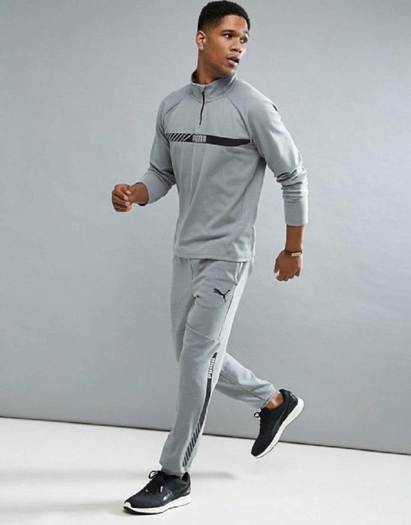 Chiếc áo khoác nỉ kết hợp với quần jogger mang lại sự năng động, trẻ trung
