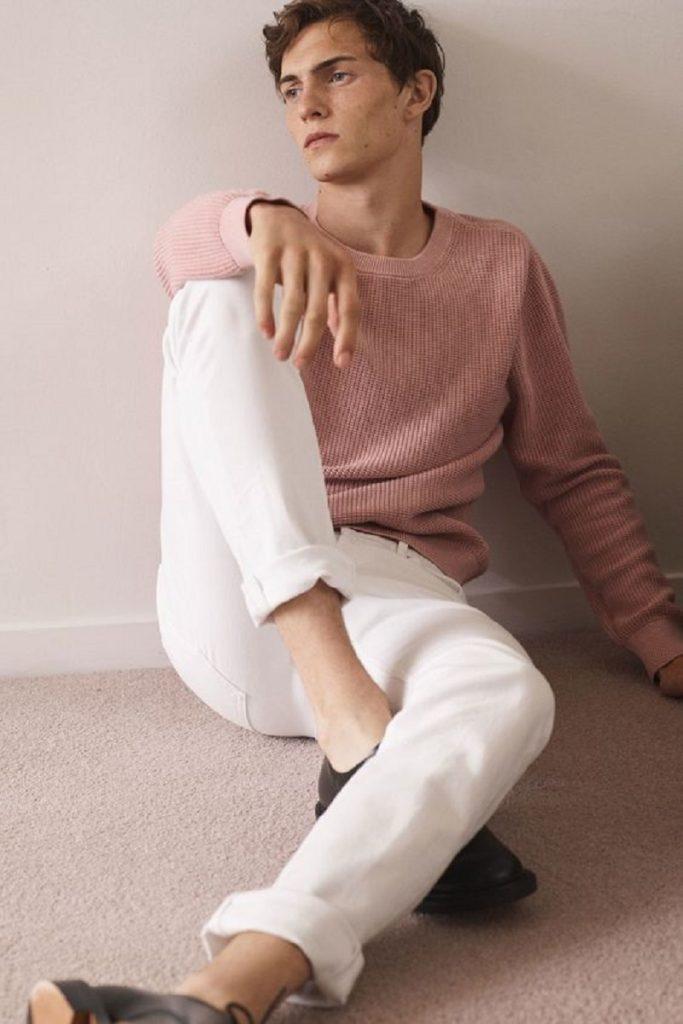 Hãy tránh mặc những chiếc áo gam hồng nhạt