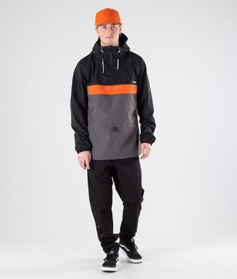 Phối áo khoác dù với quần jogger thun