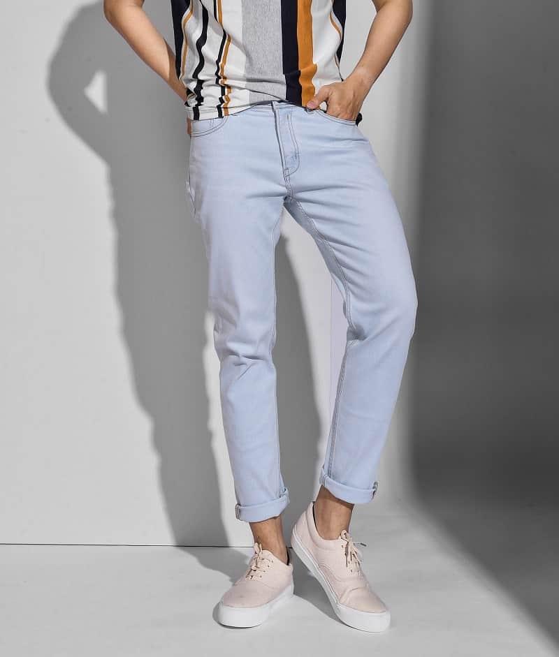 phối quần jean với áo thun