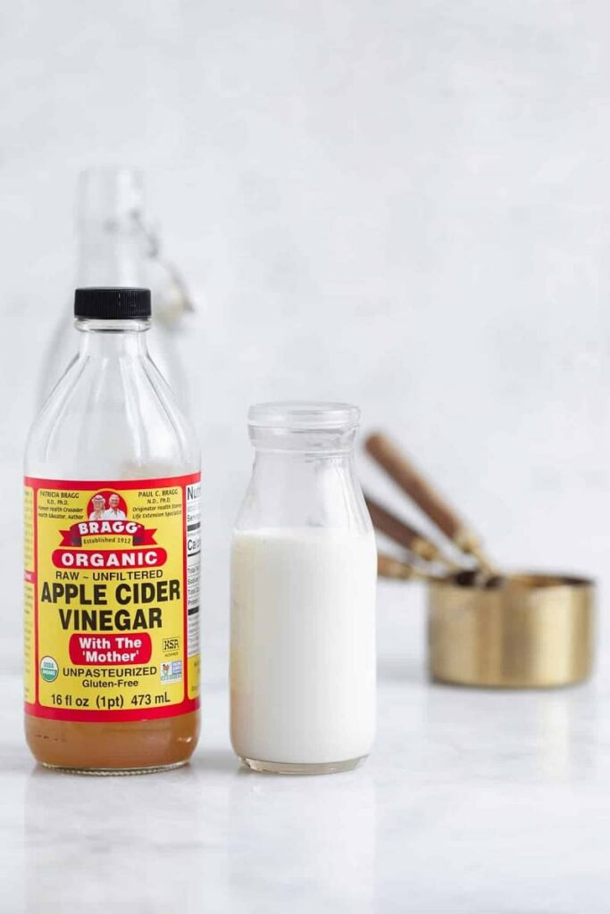 trị thâm kim bằng dung dịch giấm và sữa tươi