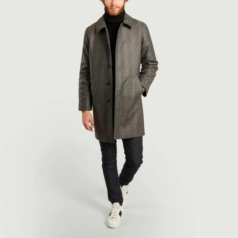 Phối với combo quần jean đen, áo Sweater đen và áo trắng