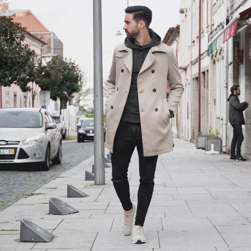 Áo măng tô phối quần jean và áo hoodie