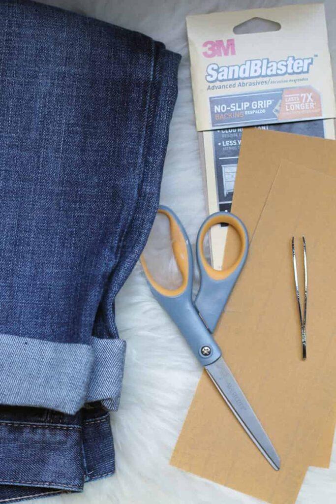 dụng cụ cần thiết để tạo vết xước quần jean