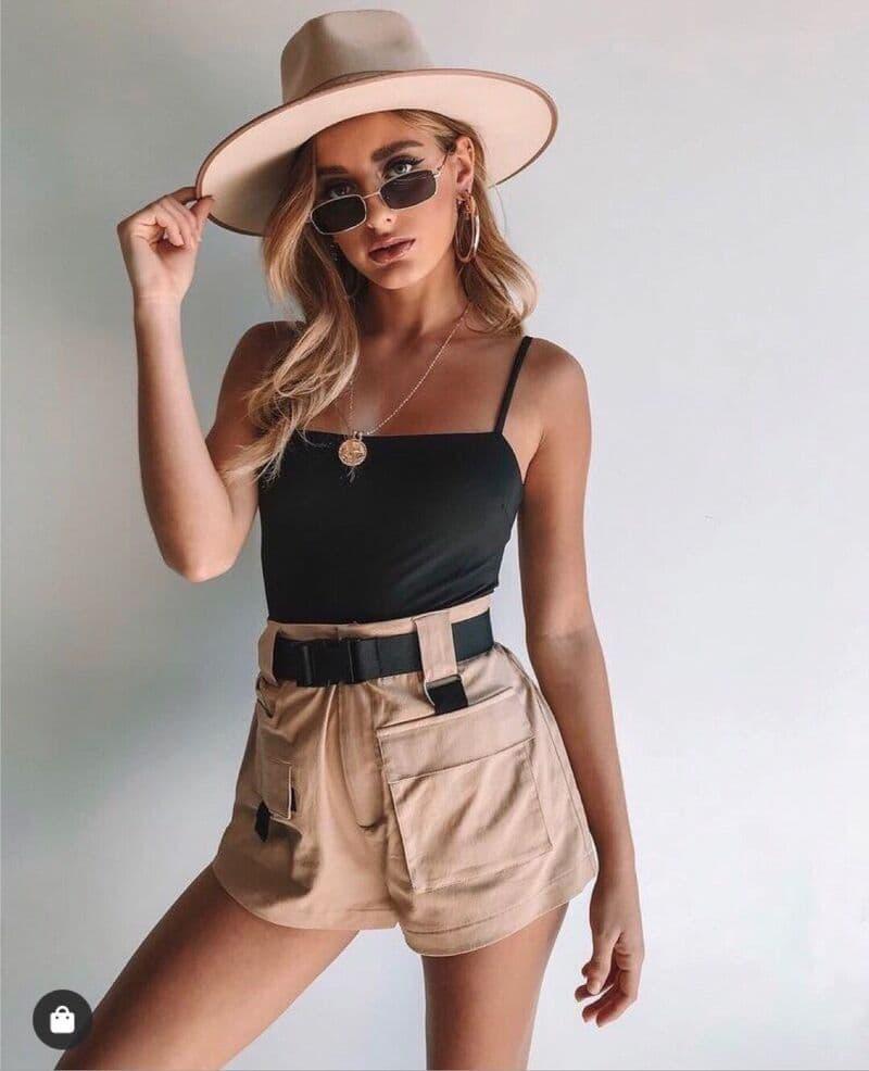 phối quần short nữ túi hộp với áo croptop 2 dây