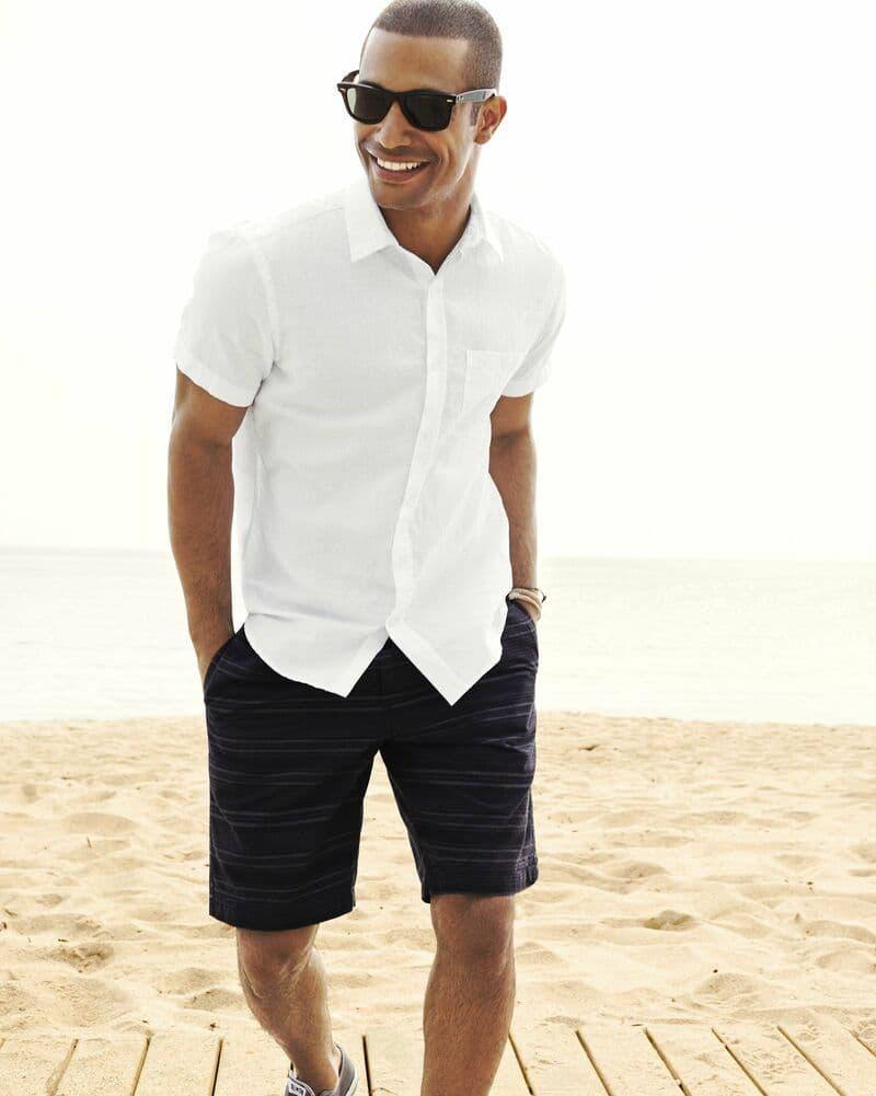 Quần short trơn + áo sơ mi trắng