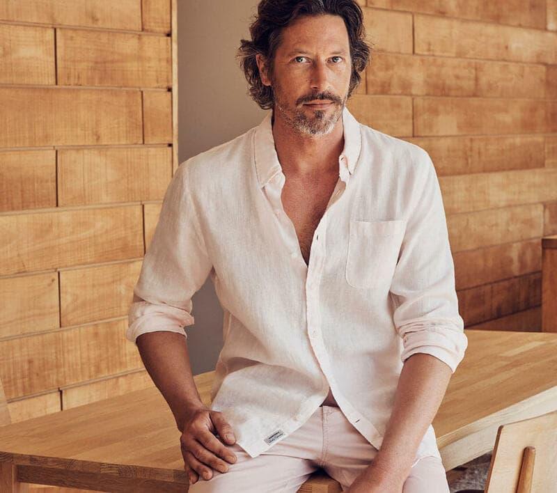 Combo quần kaki vải đũi màu trắng và áo sơ mi trắng dài tay