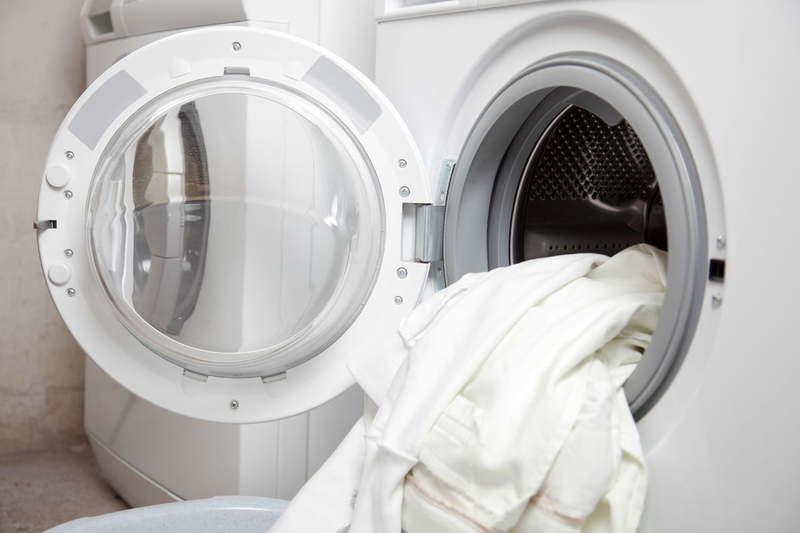 tuyệt đối không giặt áo trắng với quần áo màu