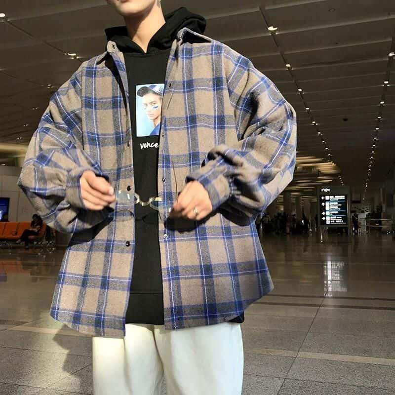 Phối áo phông với sơ mi Flannel khoác ngoài là một cách phối đồ đẹp cho nam cao gầy