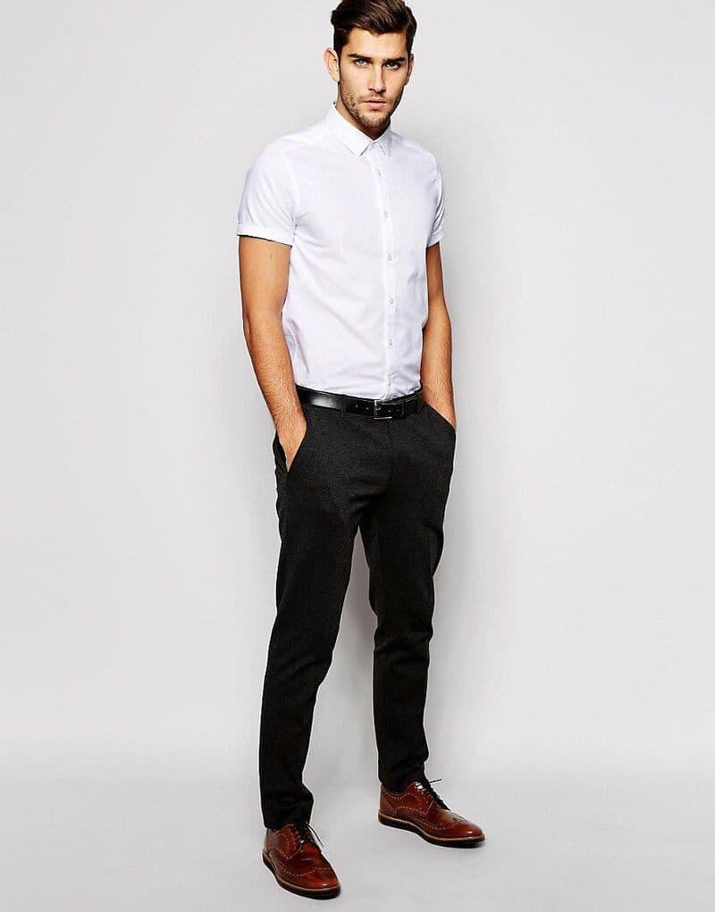 phối quần tây đen với áo sơ mi trắng ngắn tay