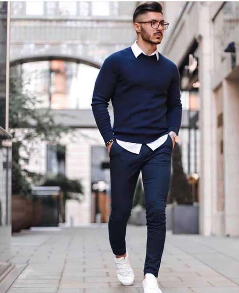 Phối với sơ mi trắng và Sweater bên ngoài