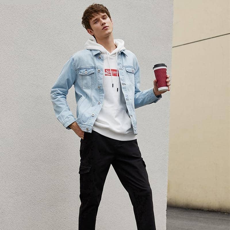 Quần Jogger kaki kết hợp áo hoodie với áo khoác jean
