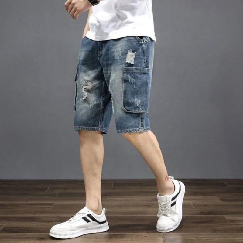 Phối với áo thun dài tay và giày Sneaker khủng