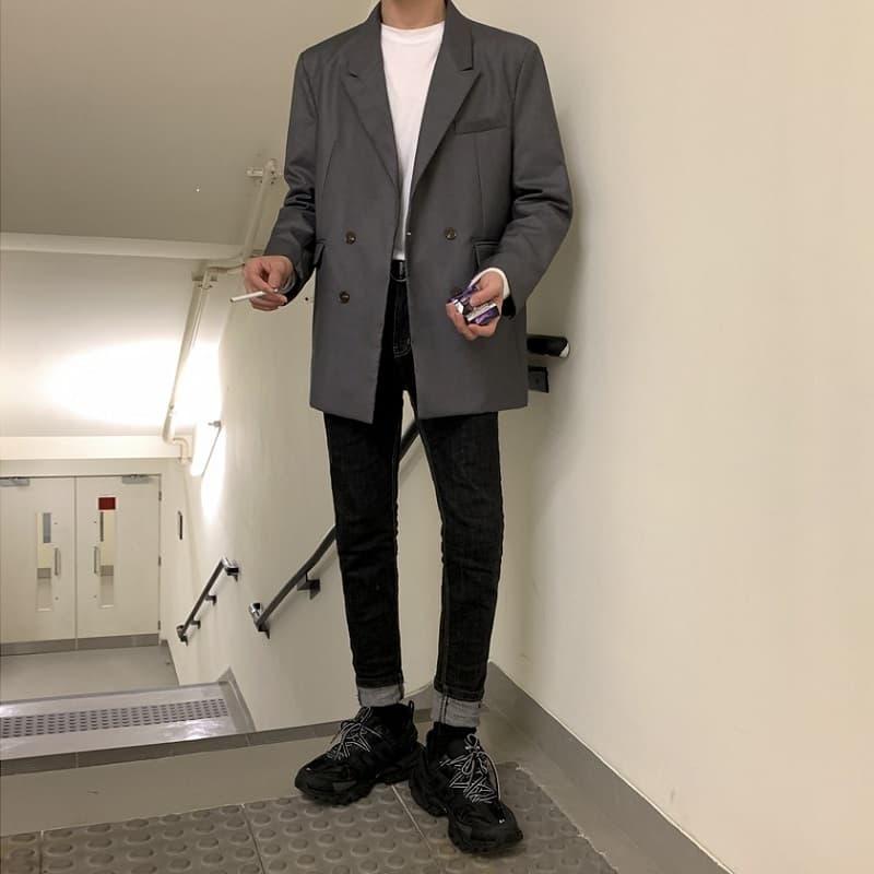Áo thun nam trơn Form rộng với quần Jeans đen và khoác Blazer