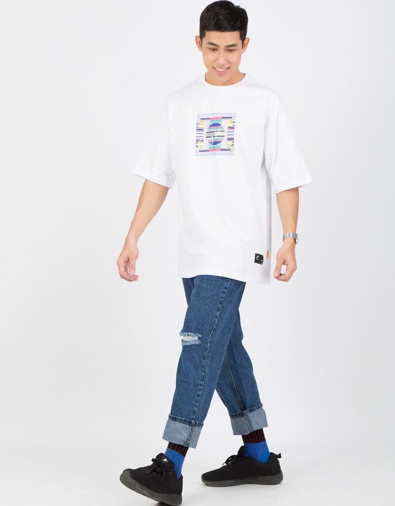 Áo thun nam Form rộng với quần Jeans