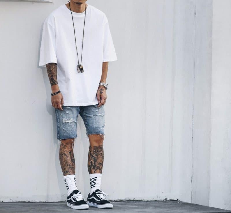 Quần Short Jeans xanh với áo thun Form rộng và Vans Old Skool