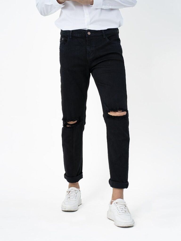 Áo sơ mi trắng phối quần Jeans đen rách gối