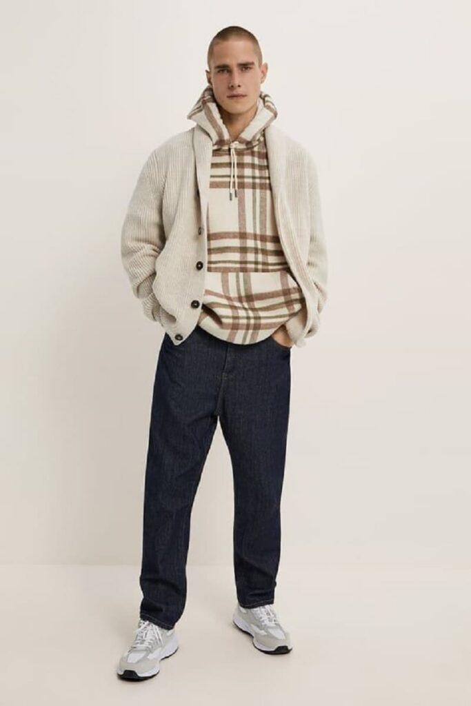 Phối áo khoác Cardigan với quần Jeans ống rộng và áo Hoodie