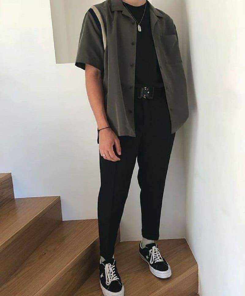 Phối quần Tây Baggy đen với áo phông đen, sơ mi ngắn tay