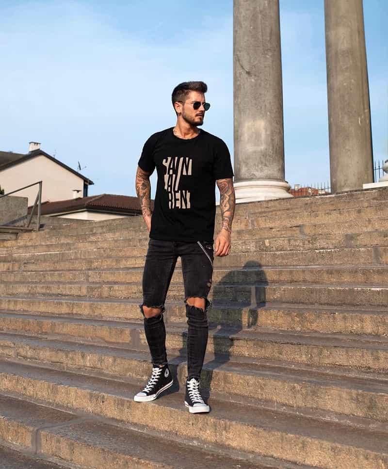 Quần Jeans Skinny đen, áo phông Basic với Vans Old Skool