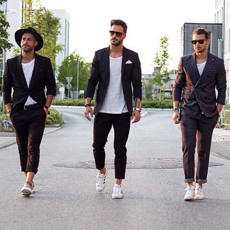 thời trang nam công sở với Quần Tây, áo phông trắng và Vest