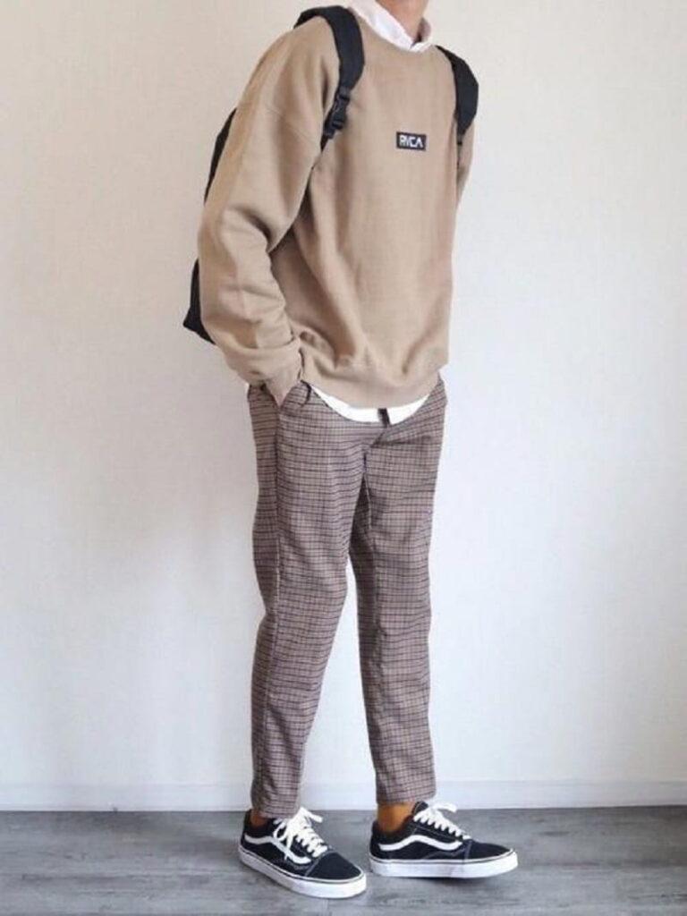 Phối áo Sweatshirt với sơ mi trắng, quần Tây và Vans Old Skool