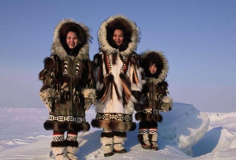 Theo truyền thuyết, người dân Caribou Inuits ở Bắc Cực đã phát minh ra áo Parka.